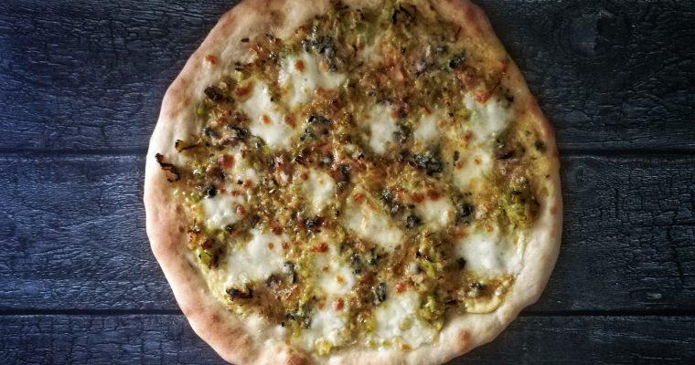 Leek + Barkham Blue pizza bianca